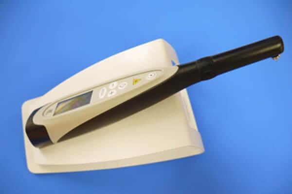定期健診によって削るむし歯と削らないむし歯の判断をします
